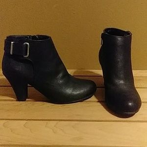New without tag Black bootie size 6